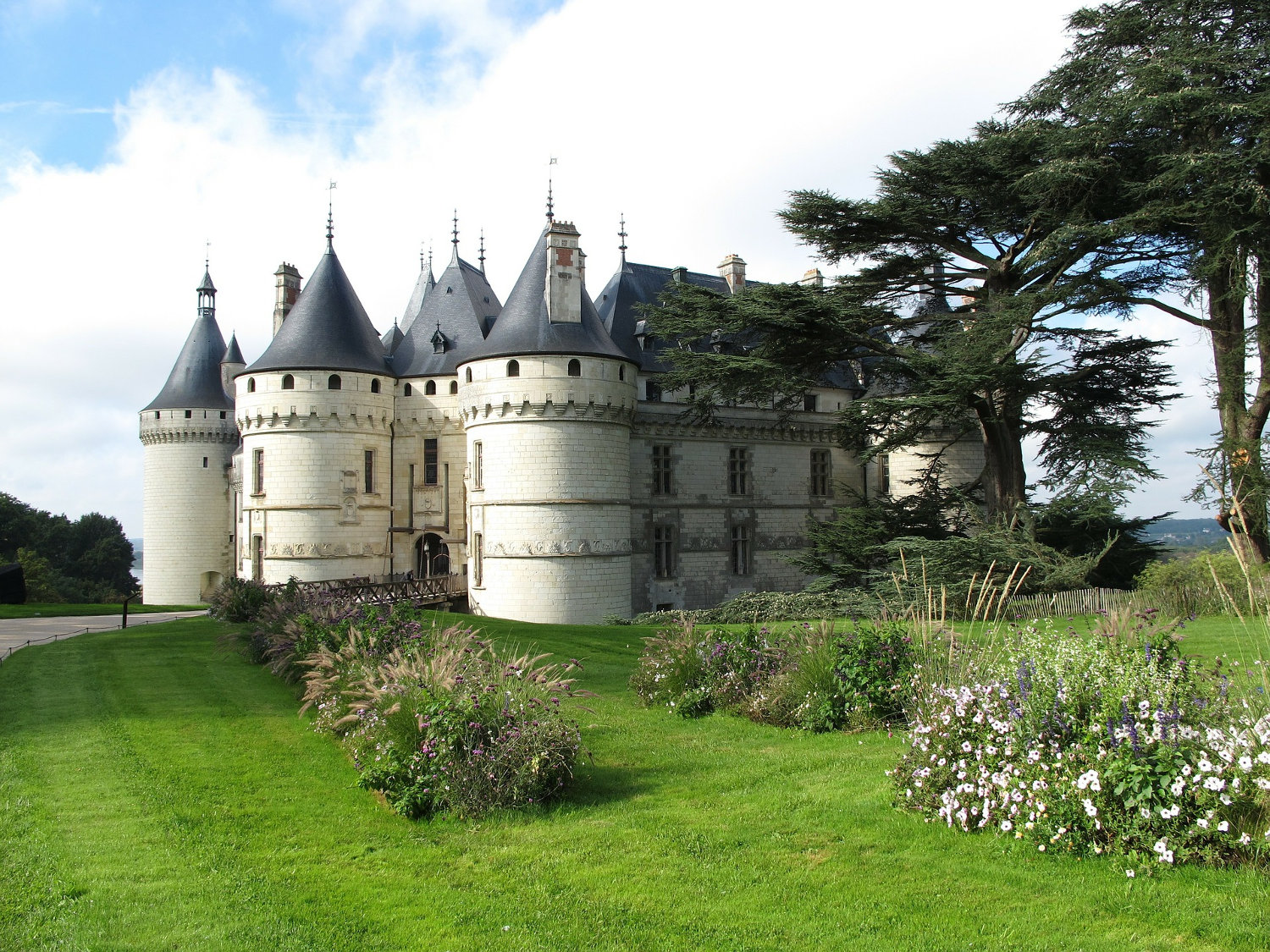 A photo of the Domain de Chaumont in France (by the Loire river)